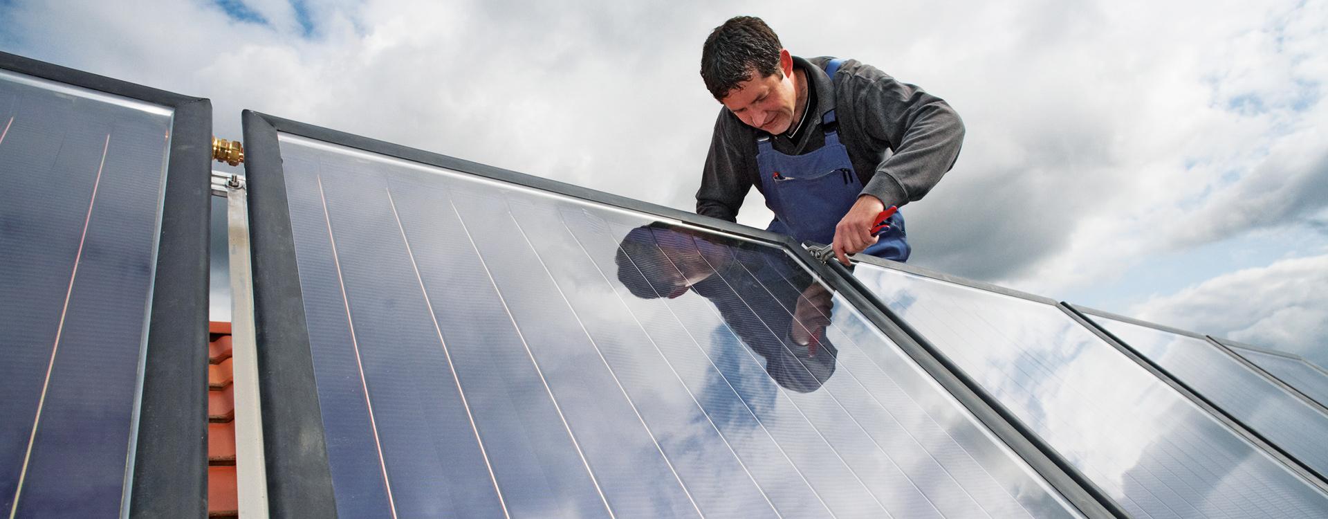 Stefan-Stolze-Heizungs-und-Sanitartechnik-Gmbh-Ihr-Klempner-in-Ahrensburg-solar-installation